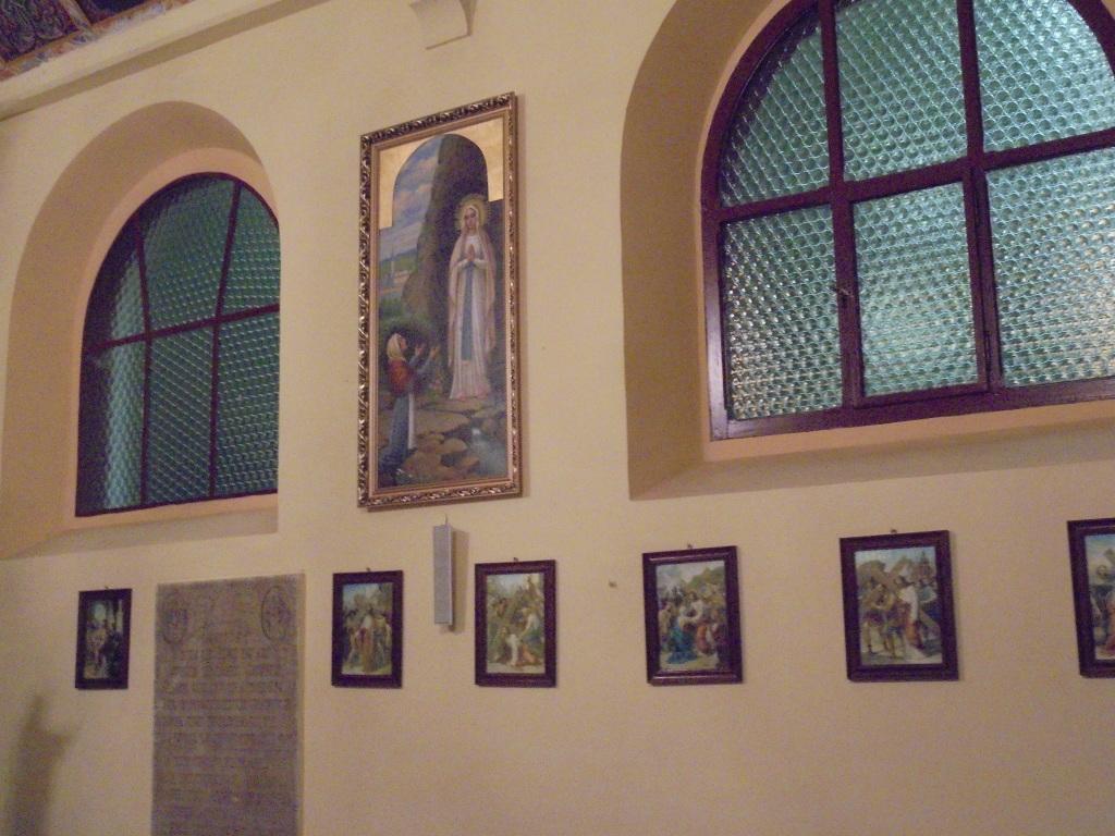 """Obraz """" Widzenie Bernadety"""" po renowacji w nowym miejscu."""